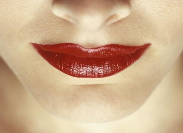 Dzięki przeszczepieniu fragmentu mięśnia z szyi usta mogą się stać pełniejsze /ThetaXstock