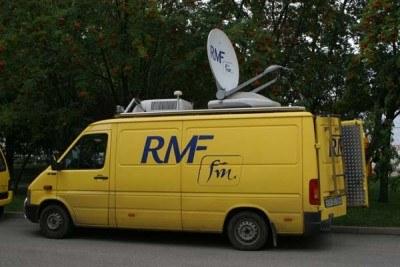 """Dzięki """"satelicie"""" RMF FM możecie posłuchać relacji na żywo /INTERIA.PL"""