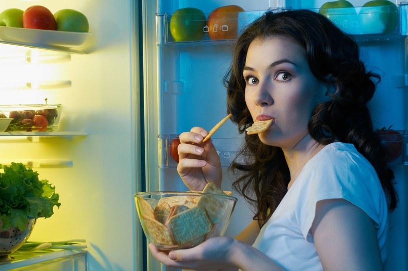 Dzięki sycącemu śniadaniu możemy uniknąć podjadania /123RF/PICSEL