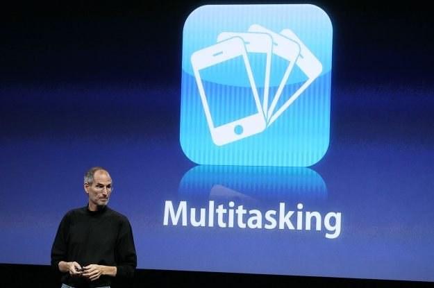 Dzięki systemowi iPhone OS 4 część użytkowników iPhone'a wreszcie dostanie wielozadaniowość /AFP
