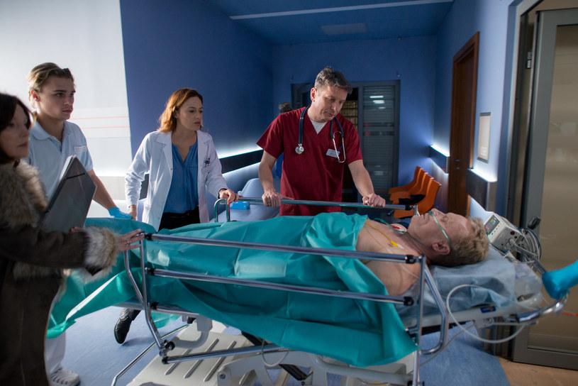 Dzięki szybkiej reakcji Alicji teść ma szansę na przeżycie. /x-news/ Piotr Litwic /TVN