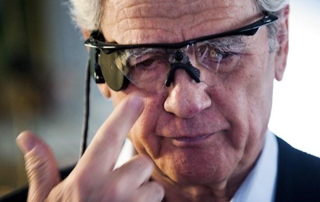 """Dzięki takim """"okularom"""" można odzyskać wzrok /AFP"""
