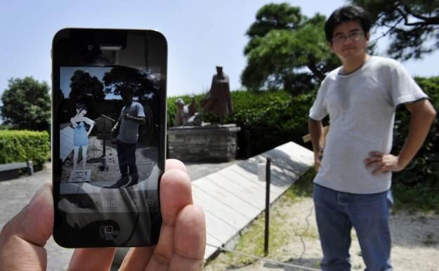 Dzięki tej technologii w telefonie, konsoli lub komputerze widzimy dodatkowe elementy i inne światy /AFP