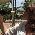 Dzięki temu gadżetowi możesz bez obciachu pić wino prosto z butelki!
