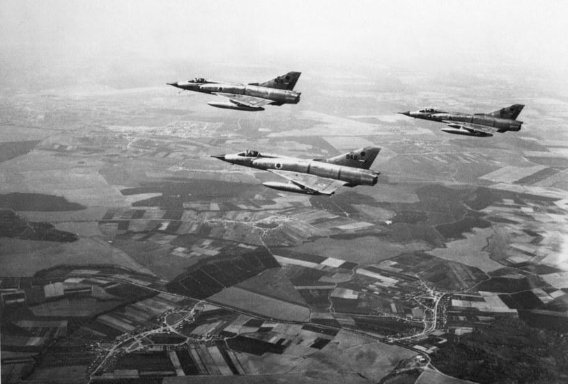 Dzięki wiedzy na temat MiG-a 21 Izrael doskonale poradził sobie z egipskim lotnictwem podczas wojny sześciodniowej. Na zdjęciu izraelskie samoloty Mirage w 1967 roku. /AFP