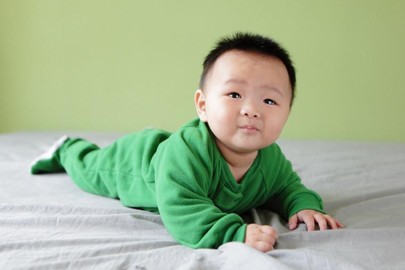 Dzięki workom ryżu z zaprasowanym  zdjęciem niemowlaków krewni czują się tak, jakby przytulali noworodka /123RF/PICSEL