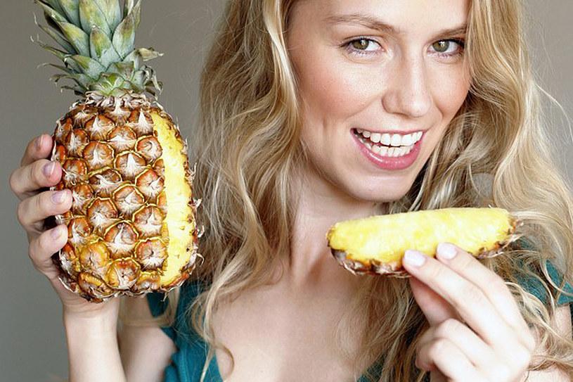 Dzięki zawartości błonnika ananas wspomaga odchudzanie /East News