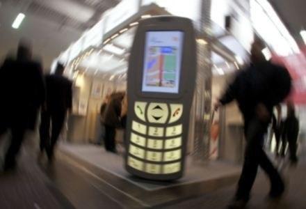 Dzięki zmniejszeniu stawek MTR, ceny połączeń mogą spaść nawet o 10 proc. /AFP