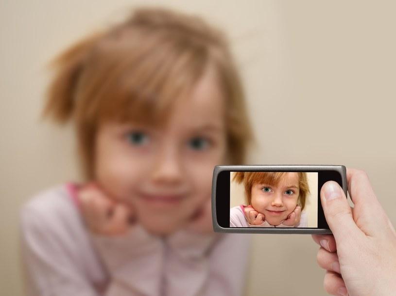Dzielenie się w sieci zdjęciami dzieci przez rodziców i dziadków to już prawdziwa plaga /123RF/PICSEL