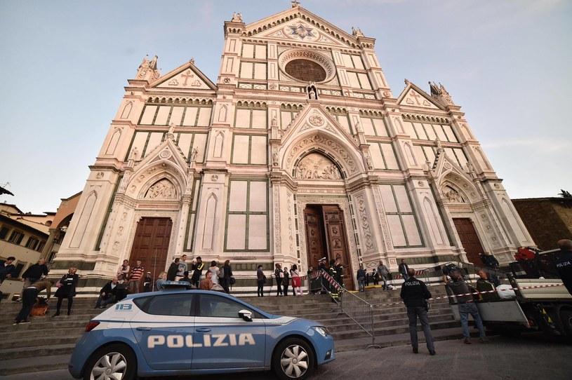 Dzień po tragedii florencka bazylika była zamknięta na znak żałoby /MAURIZIO DEGL INNOCENTI /PAP/EPA