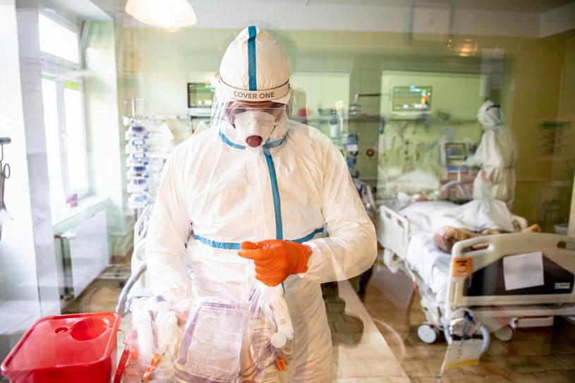 Dzień pracy w szpitalu zakaźnym w Gdańsku na oddziałach leczących pacjentów z COVID-19 /Piotr Hukało /PAP