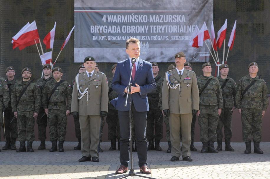 Dzień przed wyjazdem Mariusz Błaszczak spotkał się w Moragu z żołnierzami 4. Warmińsko-Mazurskiej Brygady Obrony Terytorialnej /PAP