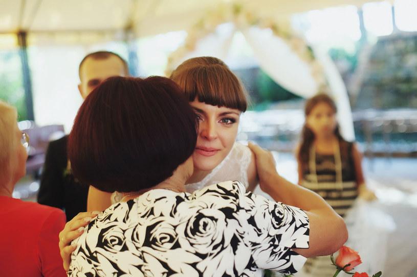 Dzień ślubu jest wypełniony wzruszeniem i emocjami /123RF/PICSEL