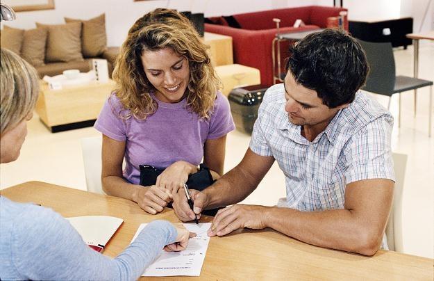 Dzień spłaty zwykle jest wpisywany do umowy kredytowej - zmiana wymaga podpisania aneksu /© Bauer