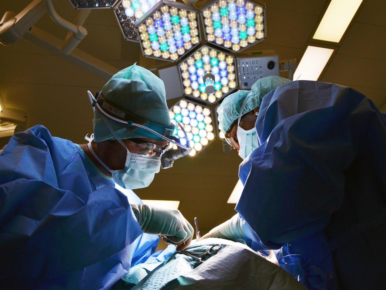 Dzień Transplantacji. Jak wygląda pobranie szpiku od dawcy?