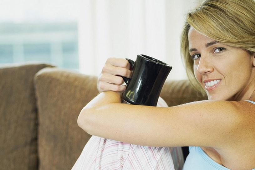 Dzień zacznij od kawy z cukrem /© Photogenica