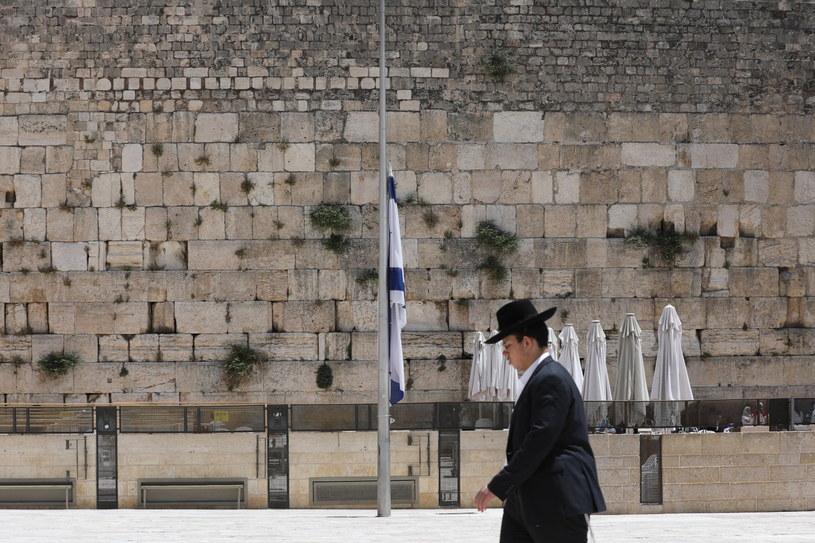 Dzień żałoby po śmierci 45 ultraortodoksyjnych Żydów podczas religijnego święta /PAP/EPA/ABIR SULTAN /PAP