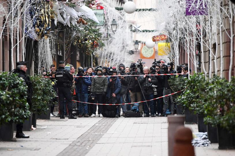 Dziennikarze gromadzą się w pobliżu miejsca, w którym doszło do ataku /PAP/EPA