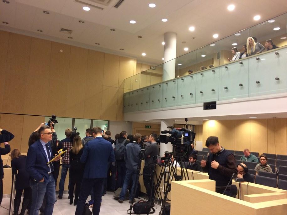 Dziennikarze i publiczność oczekujący na rozpoczęcie procesu /Adam Górczewski /RMF FM