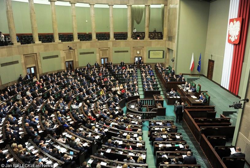 Dziennikarze nie będą mogli poruszać się po korytarzach Sejmu /Jan Bielecki /East News