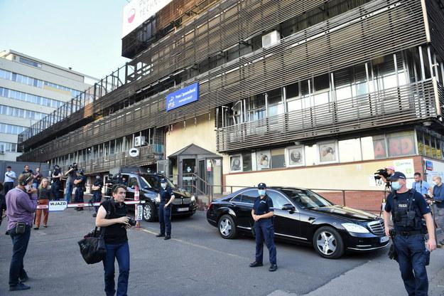 Dziennikarze przed siedzibą Prawa i Sprawiedliwości przy ul. Nowogrodzkiej w Warszawie / Radek Pietruszka   /PAP