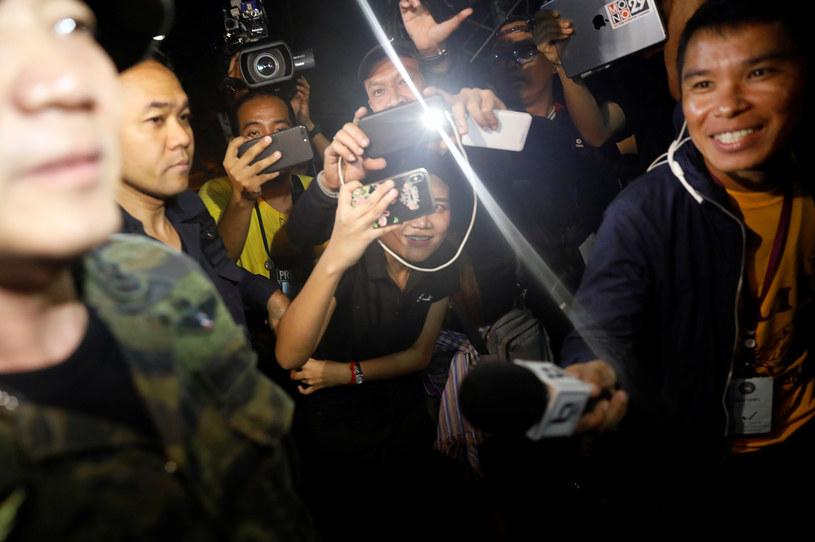 Dziennikarze też nie potrafili ukryć radości /REUTERS/Soe Zeya Tun /Agencja FORUM