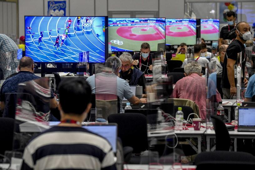 Dziennikarze w biurze prasowym w Tokio /AFP