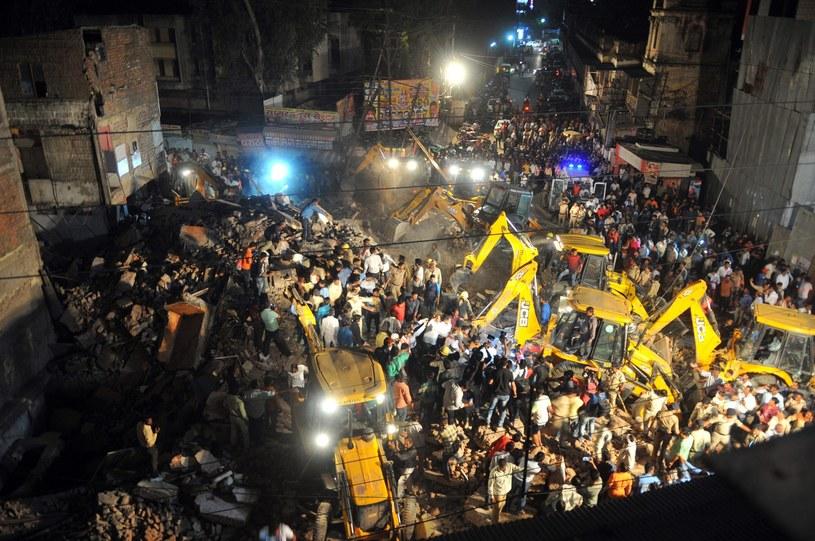 Dziesięć ofiar śmiertelnych zawalenia się hotelu w mieście Indore / STR   /PAP/EPA