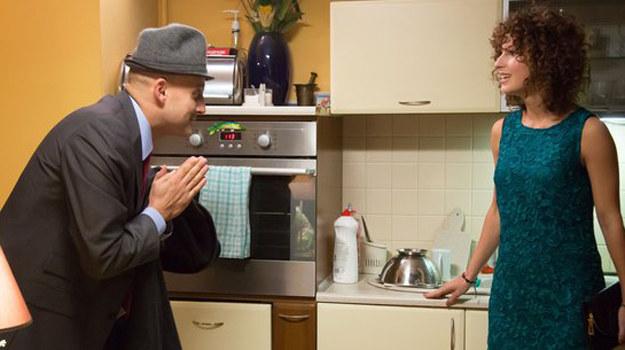 Dziewczyna od dawna podkochuje się w lekarzu. W końcu pójdą na prawdziwą randkę! /www.nadobre.tvp.pl/