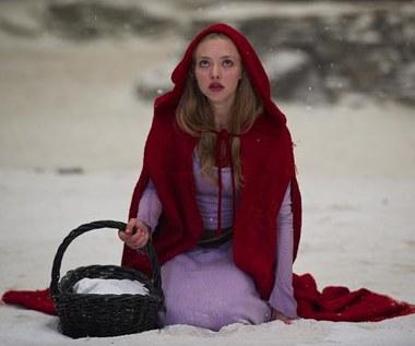 """""""Dziewczyna w czerwonej pelerynie """""""