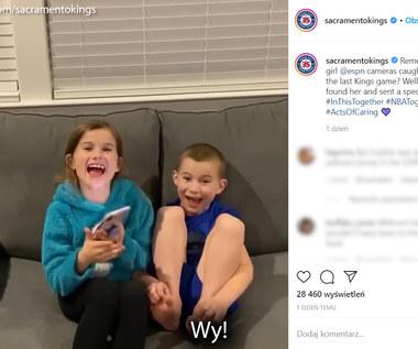 Dziewczynka płakała przez przełożony mecz. Została zaproszona przez koszykarza. Wideo