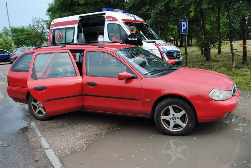Dziewczynkę pozostawiono w tym samochodzie /Policja