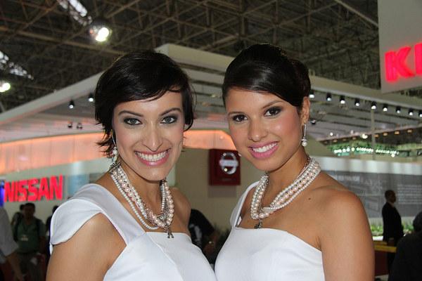 Dziewczyny salonu samochodowego w São Paulo