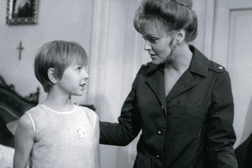"""""""Dziewiątka"""" (Joanna Duchnowska) potrafiła wkraść się w łaski nawet przebiegłej złodziejki (Aleksandra Zawieruszanka), czym zdobyła uznanie """"Pikadora"""", """"Perełki"""" i """"Mandaryna"""" /Świat Seriali"""