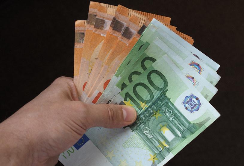 Dziewięciu Polaków zarabia w bankach ponad milion euro /123RF/PICSEL