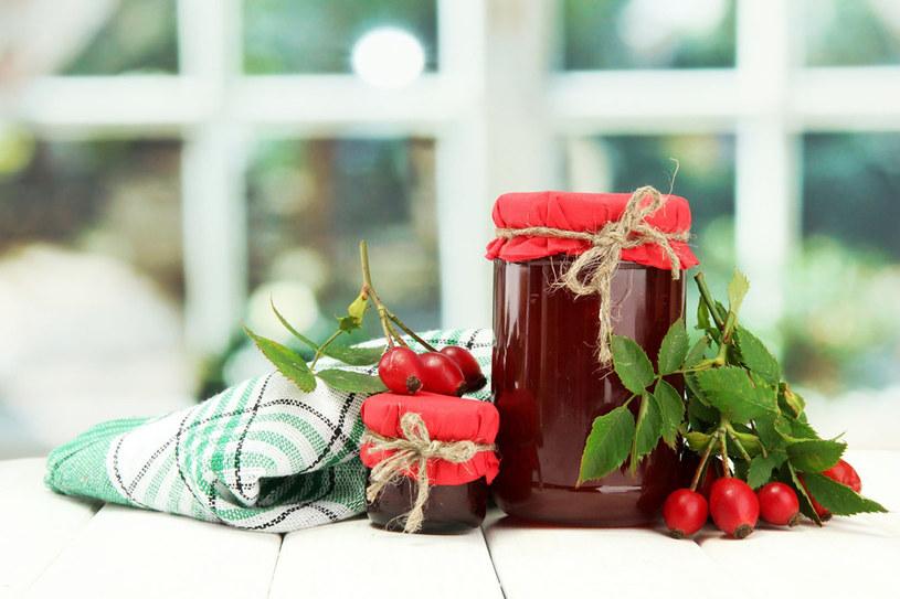 Dzika róża to również rarytas dla smakoszy i amatorów kulinarnych specjałów /123RF/PICSEL