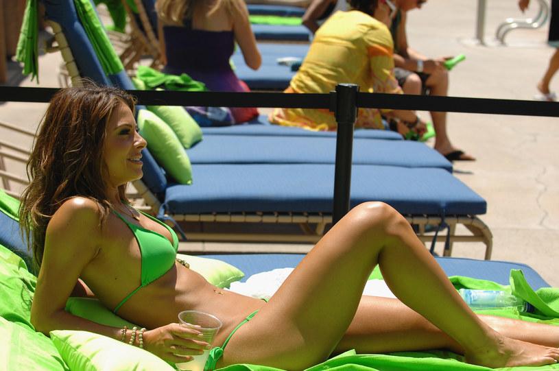 Dziś bikini króluje na większości plaż na świecie /Getty Images/Flash Press Media