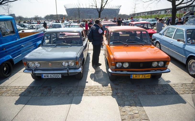 Dziś Fiaty 125p i FSO 1500 to już youngtimery, które zyskują na wartości /Bartosz Krupa /East News