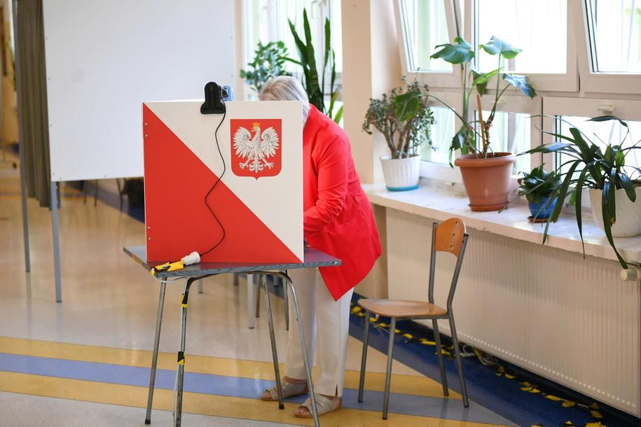 Dziś II tura wyborów prezydenckich. Ponad 250 incydentów związanych z łamaniem ciszy wyborczej / Adam Warżawa    /PAP