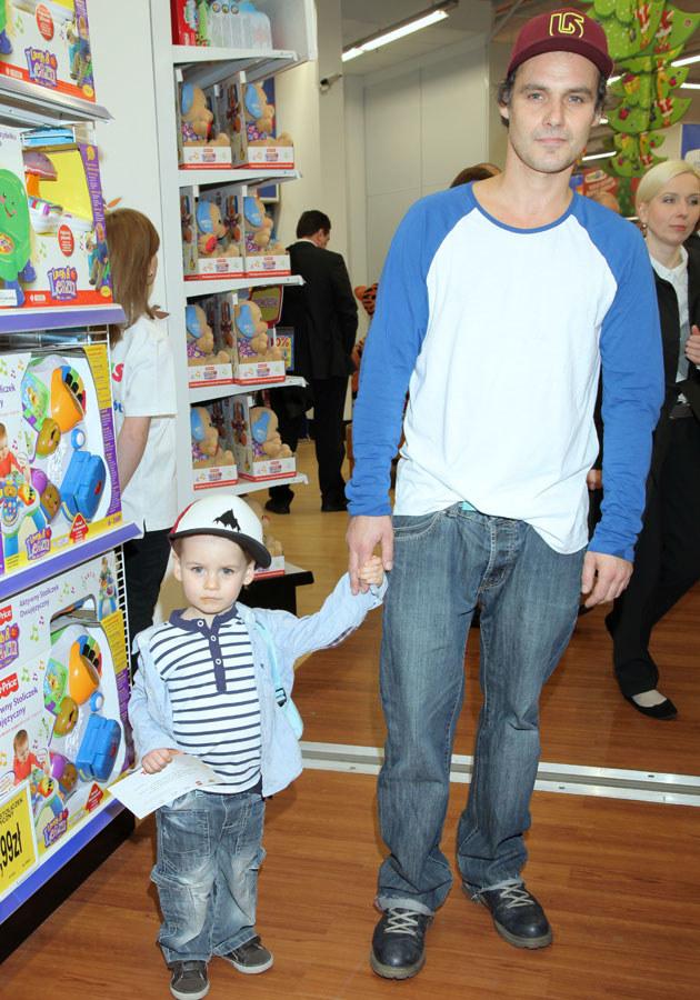 Dziś Jan Wieczorkowski jest przykładnym ojcem (tu z Janem juniorem)... /Paweł Wrzecion /MWMedia