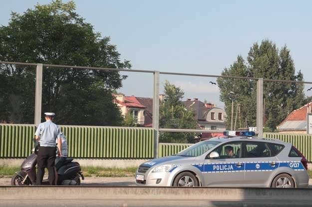 Dziś kierowcy łamiący przepisy drogowe mogą uzbierać 24 punkty karne, zanim stracą prawo  jazdy /INTERIA.PL