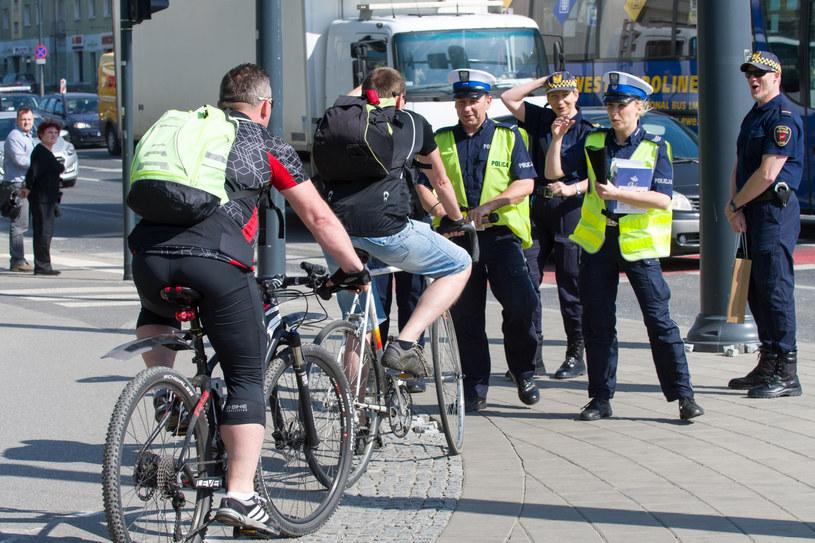 Dziś na rower może wsiąść każdy. Nikt nie sprawdza, czy cokolwiek wie o przepisach /ANDRZEJ ZBRANIECKI /East News