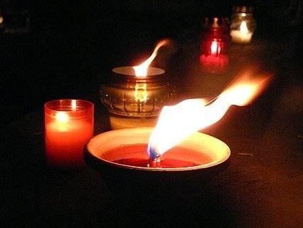 Dziś pod trzepakiem, gdzie Marcin popełnił samobójstwo płoną tylko znicze... / fot. T. Piekarski /MWMedia