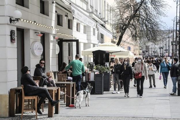 Dziś rządowe informacje o luzowaniu kolejnych obostrzeń /Wojciech Olkuśnik /PAP