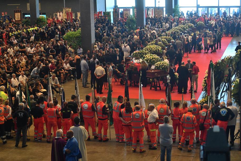 Dziś w Genui odbywa się państwowy pogrzeb 18 ofiar /LUCA ZENNARO /PAP/EPA