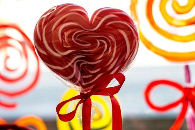 Dziś Walentynki - niektórzy mają podwójne powody do świętowania /Maciej Kulczyński /PAP