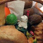 Dziś Wielka Sobota. Co musi się znaleźć w koszyczku ze święconką?