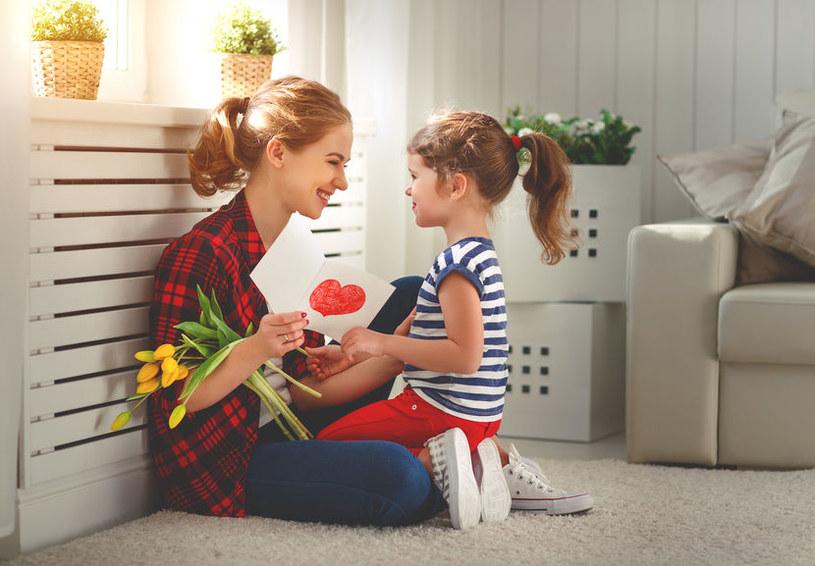 Dzisiaj Dzień Matki. Czego oczekuje od mam społeczeństwo? /123RF/PICSEL