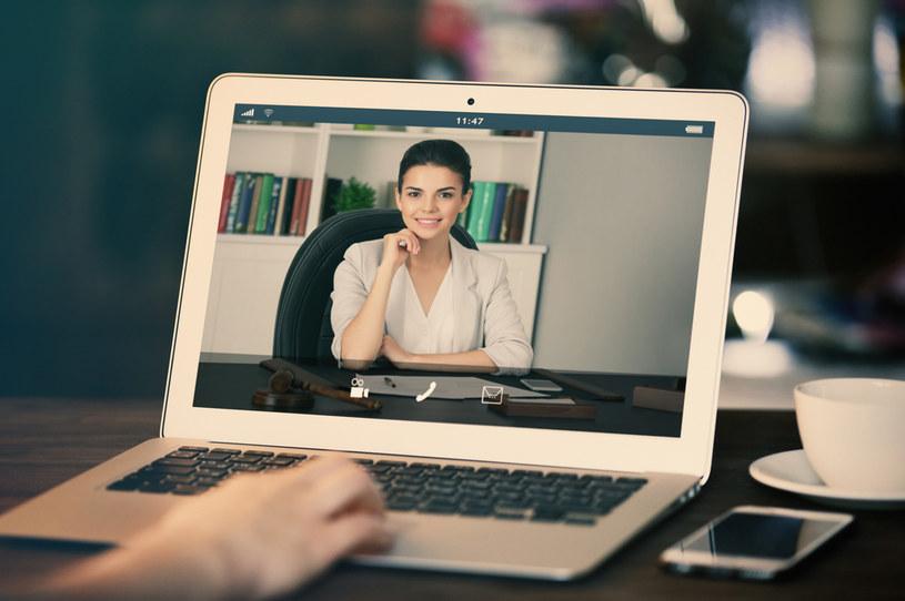 Dzisiaj kamerka internetowa w laptopie stała się ważnym elementem pracy, nauki i komunikacji /123RF/PICSEL