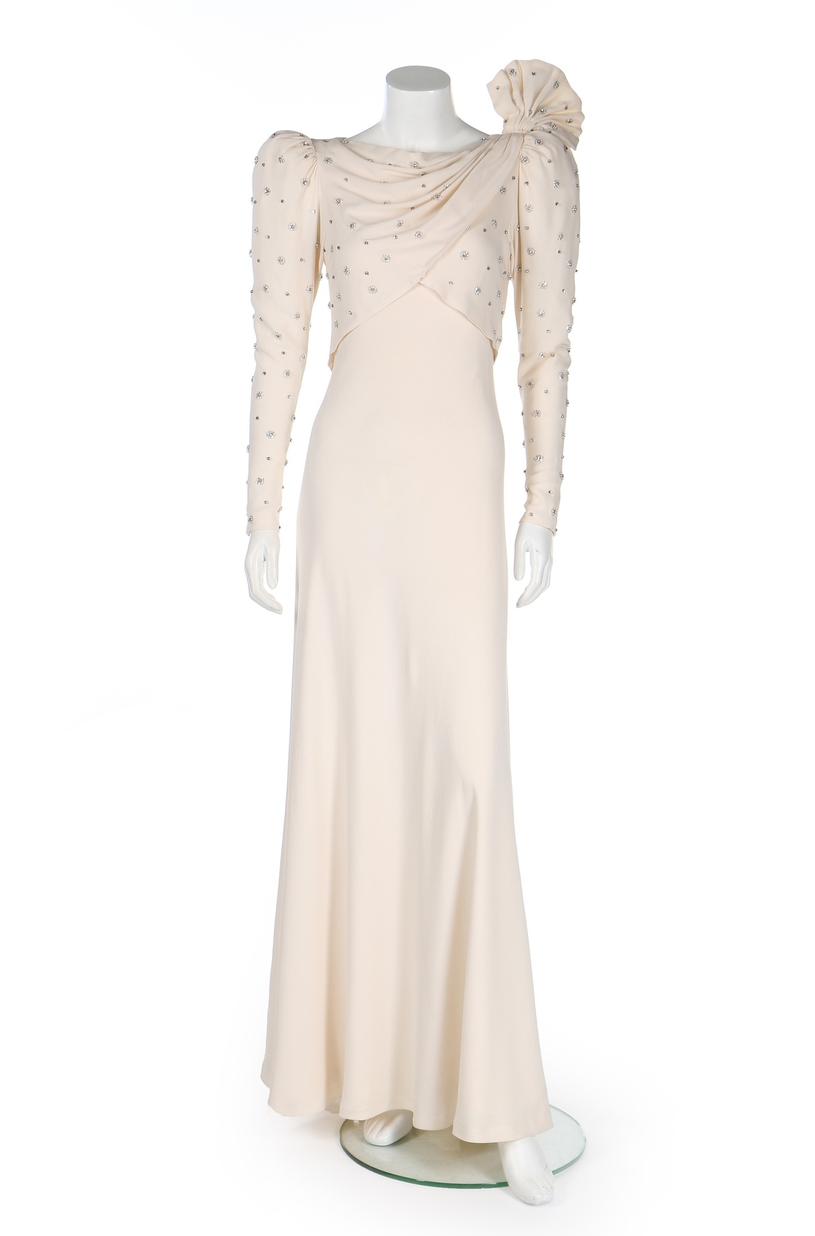 Dzisiaj ta sukienka może być warta fortunę /East News